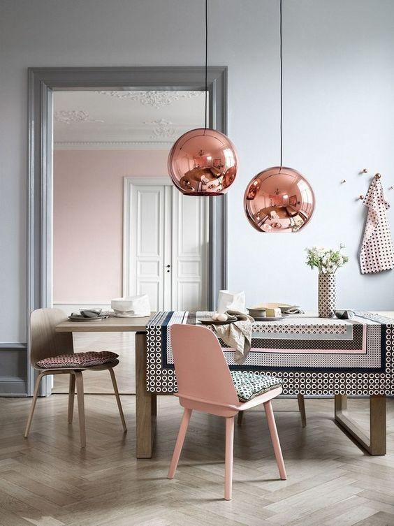 Lampy w kształcie kuli z miedzi polerowanej