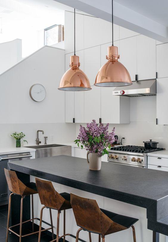 Lampy Miedziane Wiszące W Kuchni Loft